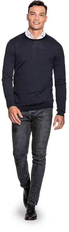 Extra lange ronde hals trui voor mannen gemaakt van merinowol in het Donkerblauw