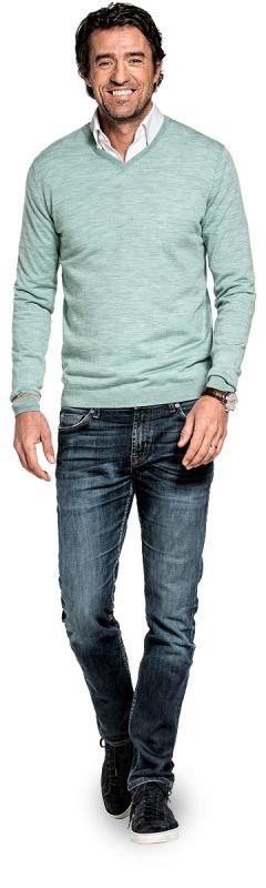 V hals trui voor mannen gemaakt van merinowol in het Lichtgroen