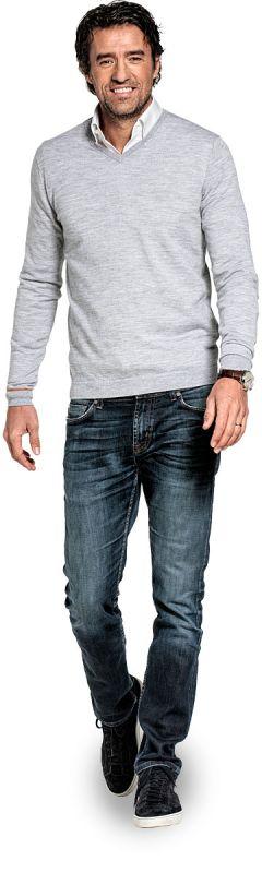 V hals trui voor mannen gemaakt van merinowol in het Lichtgrijs