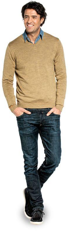 V hals trui voor mannen gemaakt van merinowol in het Geel