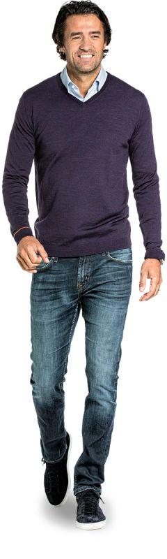 V hals trui voor mannen gemaakt van merinowol in het Paars