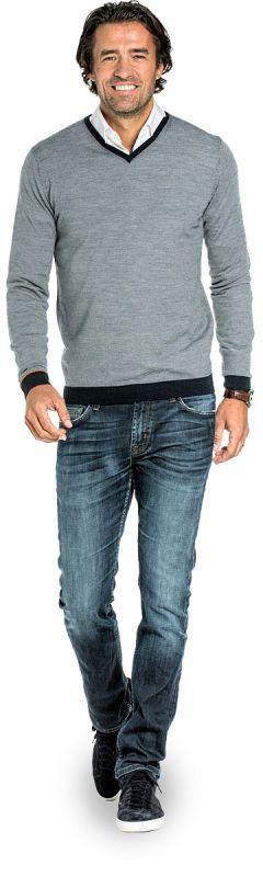 V hals trui voor mannen gemaakt van merinowol in het Donkerblauw