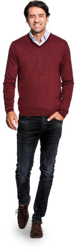 V hals trui voor mannen gemaakt van merinowol in het Rood