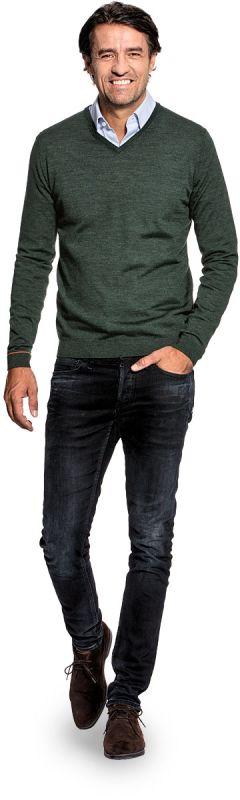V hals trui voor mannen gemaakt van merinowol in het Donkergroen