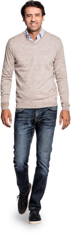V hals trui voor mannen gemaakt van merinowol in het Beige