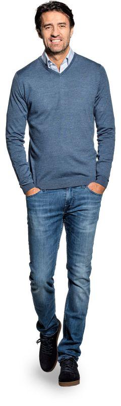 V hals trui voor mannen gemaakt van merinowol in het Blauwgrijs