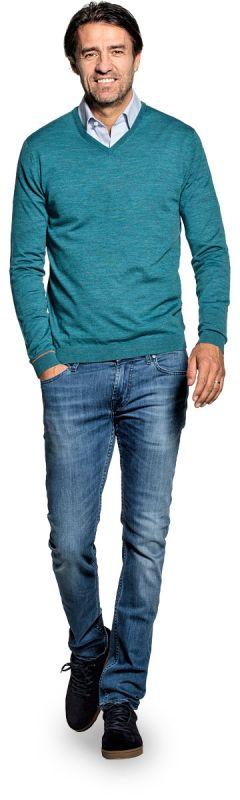 V hals trui voor mannen gemaakt van merinowol in het Blauwgroen