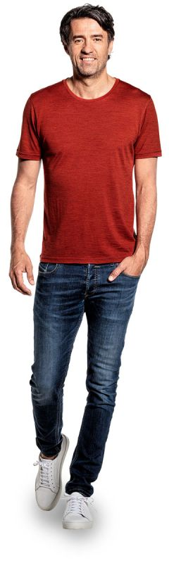 T-shirt voor mannen gemaakt van merinowol in het Oranje