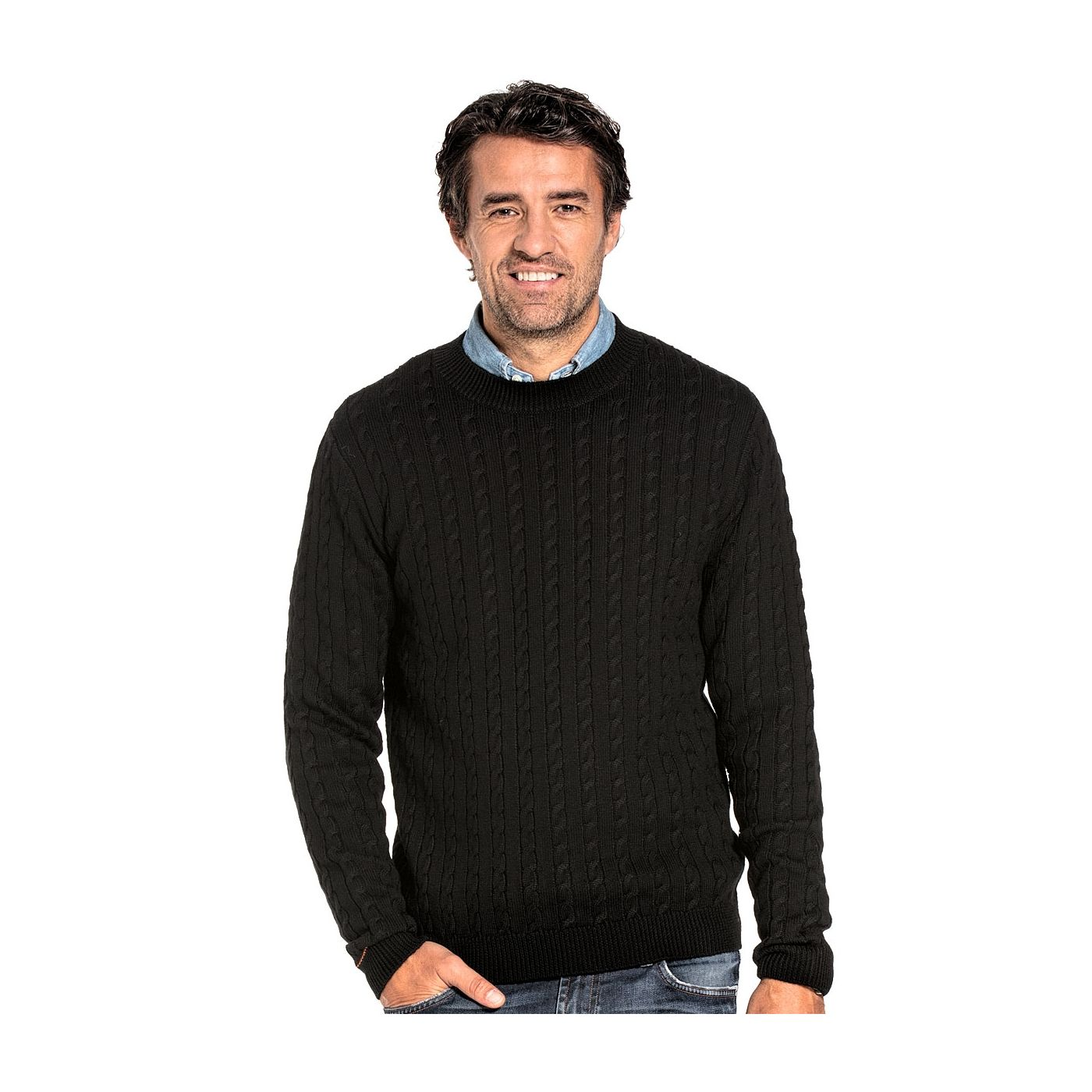 Cable knit sweater for men made of Merino wool in Black