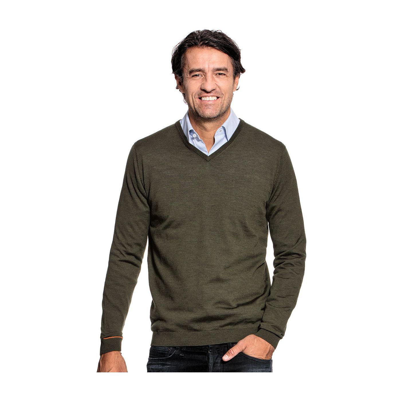 V hals trui voor mannen gemaakt van merinowol in het Groen