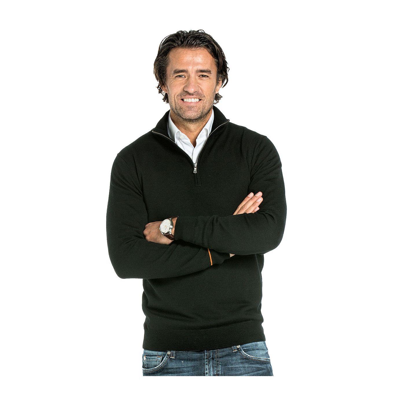 Half zip sweater for men made of Merino wool in Black
