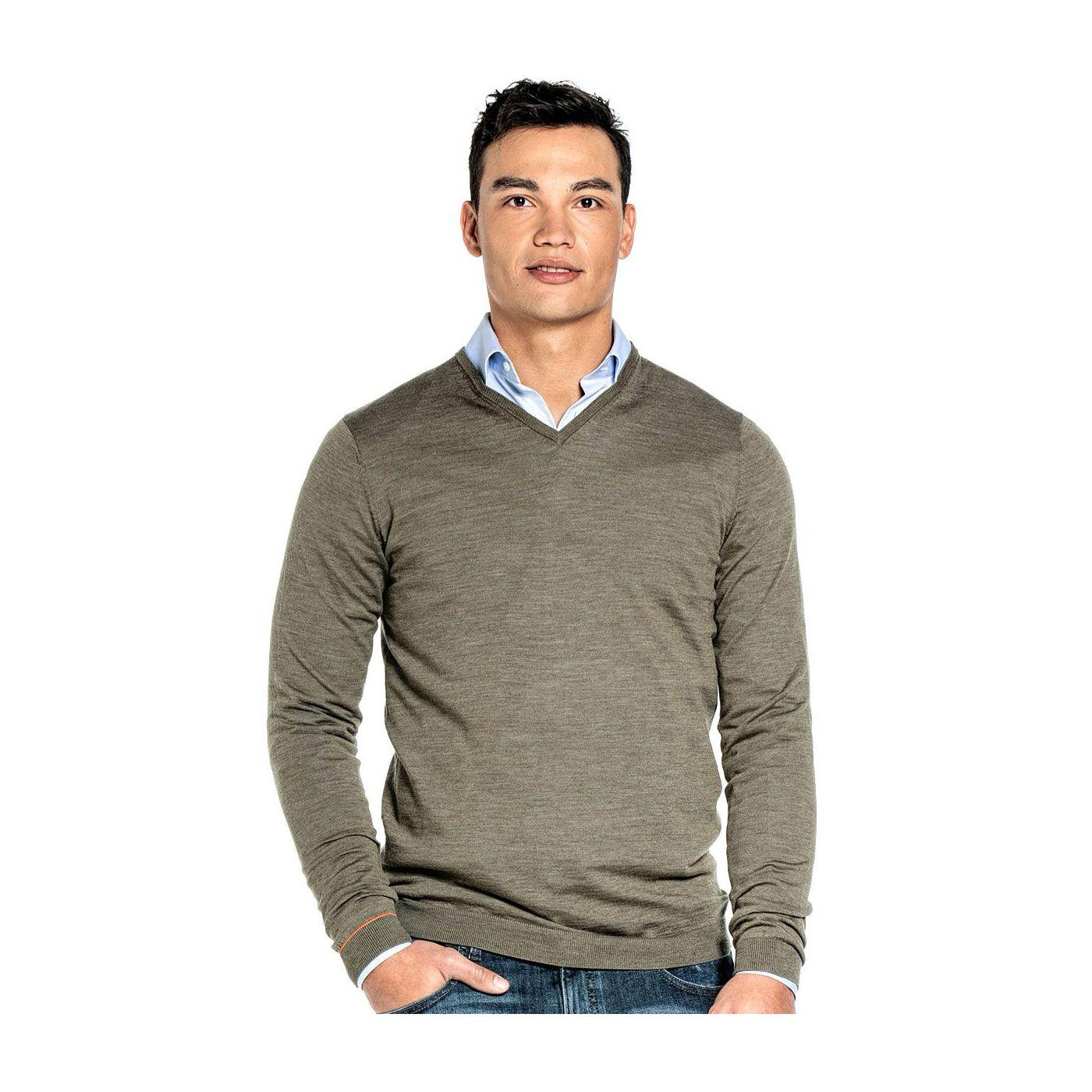 Extra lange V hals trui voor mannen gemaakt van merinowol in het Groen